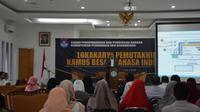 Suasana Lokakarya Pemutakhiran KBBI saat Ketua Badan Bahasa, Prof. Dr. Dadang Sunendar saat menyampaikan pemaparannya