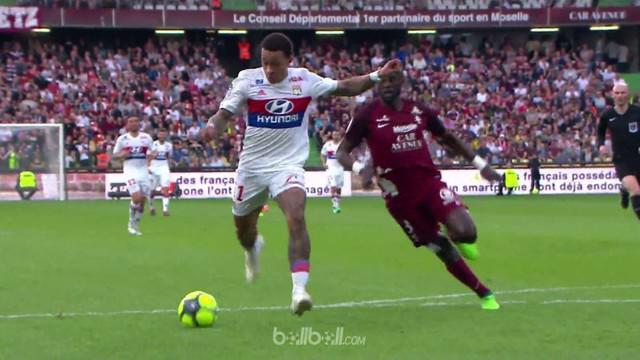 Memphis Depay tampil sensasional dengan menyumbang satu gol dan empat assist untuk mengantar Lyon menang lima gol tanpa balas di k...