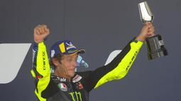 Valentino Rossi merupakan salah satu pembalap paling sukses sepanjang sejarah Kejuaraan Dunia Balap Motor. Rossi juga tercatat sebagai pembalap yang secara maraton berkompetisi selama 26 musim. (Foto: AP/David Clares)