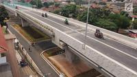 Suasana Flyover Bintaro, Jakarta, Selasa (6/3). Flyover ini sudah bisa dilintasi pengendara roda dua dan roda empat dari arah Jalan Bintaro Permai menuju Jalan Veteran, Tanah Kusir, Pondok Indah maupun arah sebaliknya. (Liputan6.com/Johan Tallo)