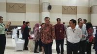Dirjen Pajak Robert Pakpahan meninjau pelaporan SPT Pajak Tahun 2017 di kantor LTO, Jakarta (Dok Foto: Septian Deny/Liputan6.com)
