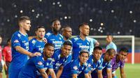 Teja Paku Alam dan skuat Persib Bandung di Shopee Liga 1 2020. (foto: https://www.instagram.com/tejapakualaam)