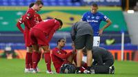Bek Liverpool, Joel Matip, dipastikan tak akan bermain lagi di sisa pertandingan musim ini karena cedera kaki. (AFP/Jon Super)