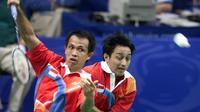 Pada Olimpiade Atlanta tahun 1992, pasangan ganda putra Rexy Mainaky dan Ricky Subagja berhasil tekuk pasangan Malaysia, Cheah Soon Kit dan Yap Kim Hock dalam tiga set di partai final. Mereka menjadi satu-satunya kontingen Indonesia yang berhasil bawa medali emas kala itu. (Foto: AFP/Robyn Beck)