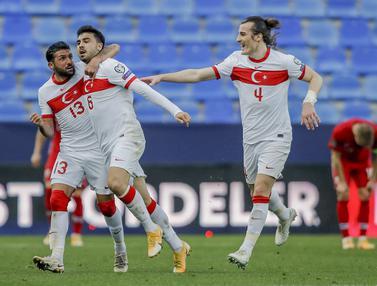 Ozan Tufan Dua Gol, Turki Bungkam Norwegia 3-0