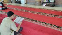 Sanksi bagi pengantin baru di Aceh yang malas beribadah ke masjid di Bulan Puasa. (Liputan6.com/Rino Abonita)