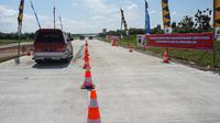 Jumlah pengendara yang melintasi tol Solo-Ngawi mengalami peningkatan tajam. (Liputan6.com/Fajar Abrori)