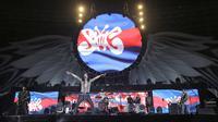 Slank sukses memuaskan para Slankers dalam konser HUT ke-35 mereka di GBK, Minggu (23/12). (Bambang Eros/Fimela)