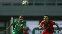 PSS langsung menggebrak pada awal paruh kedua, terutama melalui pergerakan lincah Irfan Jaya di sektor kanan. Mantan pemain Persebaya tersebut juga punya andil dalam gol penyeimbang. (Foto: Bola.com/M Iqbal Ichsan)