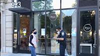Kondisi Dua Coffee Washington DC setelah kerusuhan yang terjadi di tengah demonstrasi menuntut keadilan atas kematian George Floyd. (dok. Instagram @duacoffeedc/https://www.instagram.com/p/CA2jwmRgWqI//Dinny Mutiah)