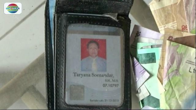Seorang dosen di Tangerang, Banten, ditemukan tewas membusuk di dalam rumah pada Jumat (3/8) petang.