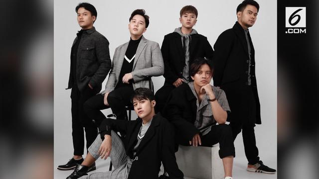 """Setelah vakum lama, boyband SMASH kembali mengeluarkan single terbaru berjudul """"Fenomena""""."""