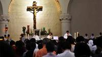 "Misa Natal di Gereja Katedral Semarang, Jateng, Jumat (25/12). Misa dipimpin Romo FX. Sukendar dengan tema ""Kelahiran Yesus Menyemangati Keterlibatan Umat dalam Hidup Gereja dan Masyarakat""."