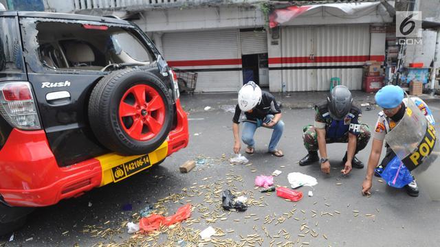 Mobil Polisi Dibakar, Peluru Berhamburan di Jalanan Slipi