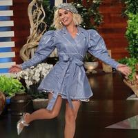 Rinaldy Yunardi mengunggah foto Katy Perry sedang memakai topi baret karyanya (Dok.Instagram/@rinaldyyunardi/https://www.instagram.com/p/B2jQdZZFN1K/Komarudin)