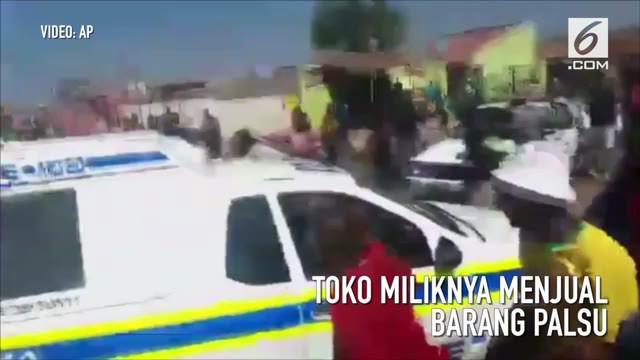 Pihak berwenang Afrika Selatan mengatakan adanya serangan terhadap toko milik orang asing di Soweto, Afrika Selatan yang menjual barang – barang palsu.