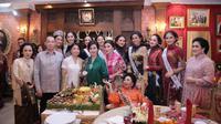 Mooryati Soedibyo saat perayaan ulang tahun ke-92. (dok. Instagram @officialputeriiindonesia/https://www.instagram.com/p/B68hdWAlFZw/Henry)