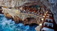 Di restoran ini, Anda akan merasakan sensasi yang tak pernah Anda rasakan di tempat lain