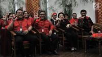 Ketua Umum PDIP Megawati Soekarnoputri didampingi Sekjen PDIP Hasto Kristiyanto dan Djarot Syaiful Hidayat saat menghadiri peluncuran Atribut Milenial di Kantor DPP PDIP, Jakarta, Kamis (20/9). (Merdeka.com/Iqbal S. Nugroho)