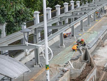 FOTO: Memantau Proyek Penataan Kawasan Stasiun Palmerah