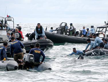 FOTO: Hari Keempat Pencarian Pesawat Sriwijaya Air SJ 182