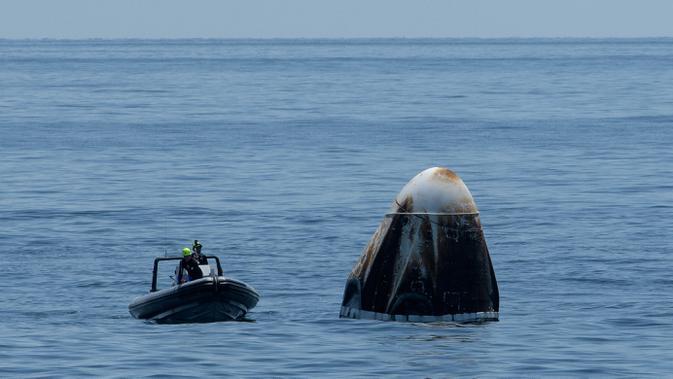Sampah antariksa. (Photo by Bill INGALLS / NASA / AFP)