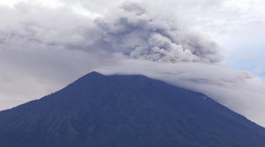 Aktivitas Warga Ditengah Erupsi Gunung Agung