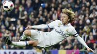 Gelandang asal Kroasia, Luka Modric menerima bayaran per minggu sebesar 180.000 pound sterling dengan durasi kontrak bersama Real Madrid hingga 2020. (Gerard Julien)