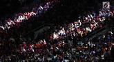 Penonton memadati tempat duduk jelang pembukaan Asian Games 2018 di Stadion Gelora Bung Karno, Senayan Jakarta, Sabtu (18/8). Gelaran Asian Games 2018 akan segera resmi dibuka hari ini pada pukul 19.00 WIB. (Liputan6.com/ Fery Pradolo)