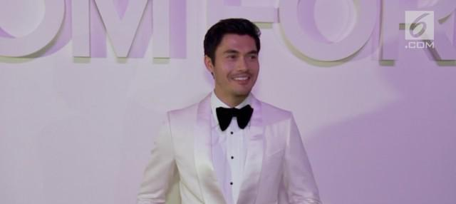 Sukses bintangi Crazy Rich Asians dan A Simple Favor, Henry Golding kebanjiran tawaran akting di Hollywood. Kali ini, Henry akan beradu akting dengan bintang Game Of Thrones, Emila Clarke.