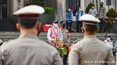 Menteri Perhubungan Budi Karya Sumadi melepas Tim Gabungan Pengendalian Arus Lalu Lintas Pada Masa Peniadaan Mudik Lebaran 1442H