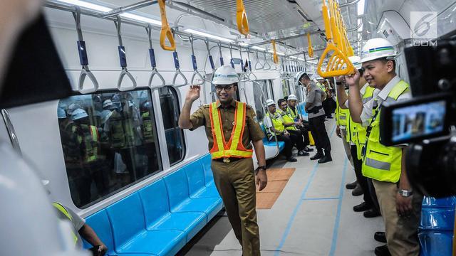 Ekspresi Anies Saat Jajal MRT Bundaran HI-Lebak Bulus