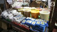 Berbagai bumbu dapur dijual di Pasar Tebet Timur, Jakarta, Jumat (11/6/2021). Kementerian Keuangan menyatakan kebijakan tarif Pajak Pertambahan Nilai (PPN), termasuk soal penerapannya pada sembilan bahan pokok (sembako), masih menunggu pembahasan lebih lanjut. (Liputan6.com/Faizal Fanani)
