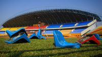 Media-media internasional menyoroti tindakan anarkis suporter Sriwijaya FC yang melakukan pengrusakan kursi Stadion Gelora Sriwijaya, Jakabaring, Sabtu (21/7/2018). (AFP/Abdul Qodir)