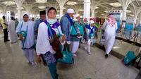 Kloter pertama jemaah haji Indonesia tiba di Bandara Amir Muhammad bin Abdul Aziz (AMMA) Madinah, Jumat 21 Agustus pukul 13.30 WAS. (Liputan6.com/Wawan Isab Rubiyanto)