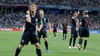 Kapten timnas Kroasia, Luka Modric merayakan gol ke gawang Argentina pada pertandingan Grup D Piala Dunia 2018 di Nizhy Novgorod Stadium, Rusia, Jumat (22/6). Argentina yang diperkuat Lionel Messi bertekuk lutut dari Kroasia, 0-3. (AP/Ricardo Mazalan)