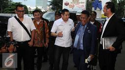 Hary Tanoesoedibjo bersama kuasa hukumnya Hotman Paris Hutapea tiba di Gedung Bundar Jaksa Agung, Jakarta (17/3). Hary Tanoesoedibjo memenuhi panggilan penyidik Kejaksaan Agung untuk dimintai keterangannya sebagai saksi. (Liputan6.com/Helmi Afandi)