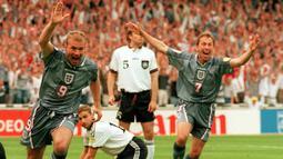 Alan Shearer. Striker Inggris ini mengoleksi 7 gol dalam 3 edisi Piala Eropa, yaitu Euro 1992, 1996 dan 2000. Pencapaian terbaiknya adalah semifinal Euro 1996 saat kandas di tangan Jerman lewat adu penalti. Alan Shearer memutuskan pensiun pada 2006. (Foto: AFP/Martin Mayhow)
