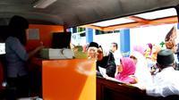 PT Pos Indonesia menempatkan satu unit mobil operasional di Kantor Imigrasi Bengkulu untuk memudahkan pelayanan pembuatan paspor (Liputan6.com/Yuliardi Hardjo)
