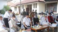 Panitia Kerja (Panja) Pupuk Subsidi dan Kartu Tani Komisi IV DPR RI bertemu penyuluh dan petani di BPP Kecamatan Bangodua, Indramayu, Jawa Barat, Jumat (11/6/2021).  (Ist)