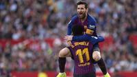 Striker Barcelona, Lionel Messi, merayakan gol ke gawang Sevilla pada laga La Liga di Ramon Sanchez Pizjuan, Sevilla, Sabtu (23/2/2019). (AFP/Jorge Guerrero)