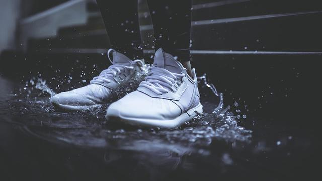 Ilustrasi Sepatu Putih