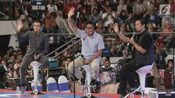 Pengusaha Sandiaga Uno (tengah), Co-Founder PT. Baba Rafi Indonesia Hendy Setiono dan EO Indonesia Medical Gamal Albinsaid pada acra Surabaya Young Entrepreneur Summit (YES) 2019 di Surabaya, Jawa Timur, Sabtu (16/2). (Liputan6.com/HO/Bon)
