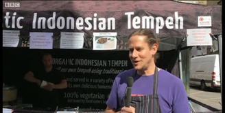 Jangan pandang tempe sebelah mata, makanan Indonesia ini menjadi favorit menu di London, Inggris