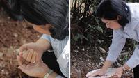 Ani Yudhoyono menanam ari-ari cucunya yang baru lahir pada 1 Januari 2018. (Instagram Ani Yuhoyono)