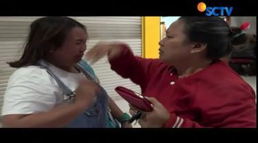 Dengan berderai air mata Cindy menceritakan kondisinya pasca-selamat dalam kecelakaan KA Sancaka.