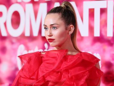 Miley Cyrus Tampil Memesona di Pemutaran Film Isn't It Romantic