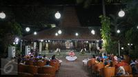 Suasana silaturahmi mantan Presiden RI Susilo Bambang Yudhoyono (SBY) dengan para pimimpin media di Puri Cikeas, Bogor, Kamis (27/8/2015). Dalam acara itu, SBY membahas mengenai perekonomian Indonesia saat ini. (Liputan6.com/Faizal Fanani)