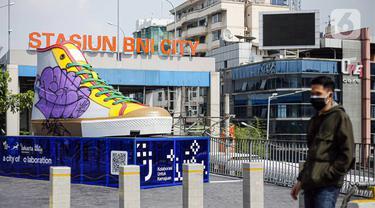 FOTO: Tugu Sepatu Jadi Sasaran Vandalisme