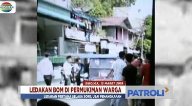 Istri dan anak-anak terduga teroris di Sibolga, Sumatera Utara, bersikeras tak mau serahkan diri pada polisi. Polda Sumut pun masih bernegosiasi.